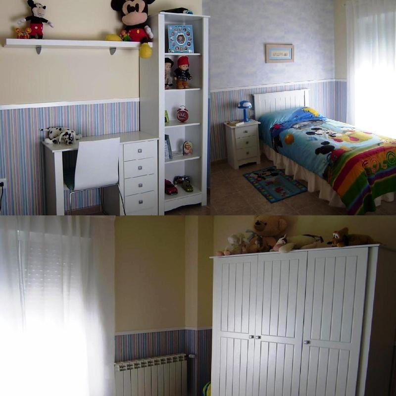 Habitación de pintura plástica y papel pintado.
