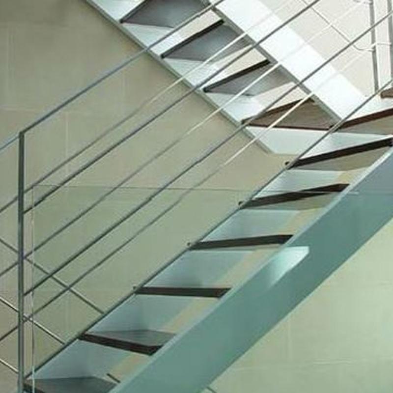 Escalera interior madera/acero