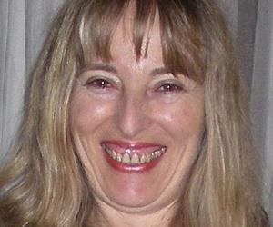 Dra. Ana Mª Gálvez Mirón, especialista en Homeopatía, Medicina Psicosomática y Gerontología Clínica