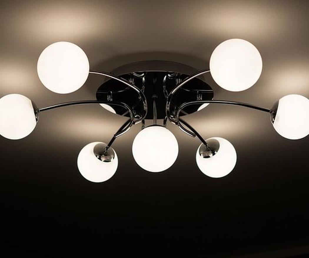 Claves para iluminar el pasillo de tu hogar