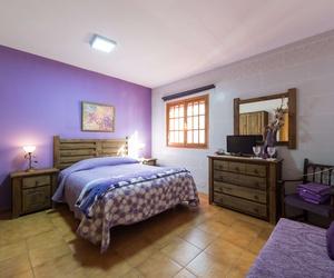 Casa ELisa en Fataga. Habitación con cama de matrimonio