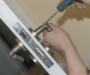 Instalación y sustitución de cerraduras y bombines