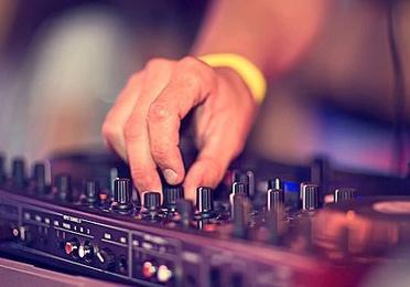 DJ y Grupos de Animación
