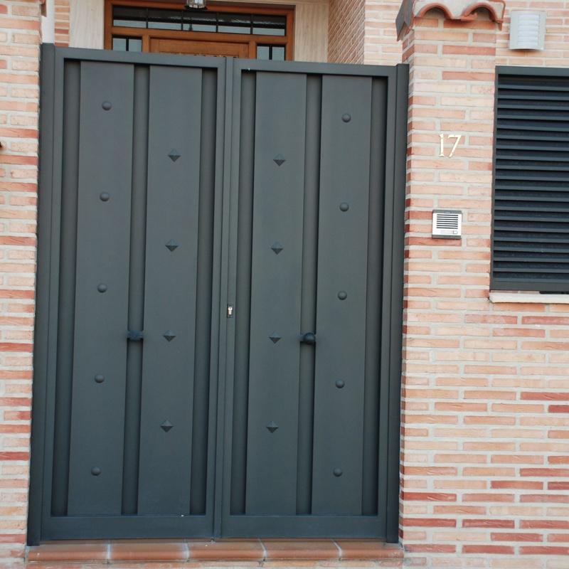 Puertas de exterior de hierro: Productos y servicios de Cerrajería Titulcia