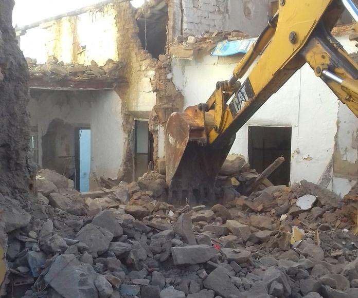 Derribos y Demolición con maquina retro-excavadora mixta