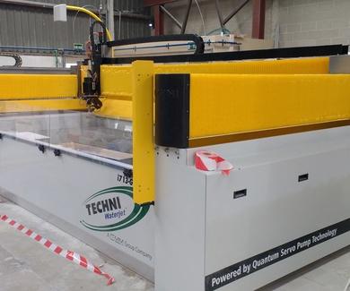 Nueva máquina de corte por chorro de agua WATERJET INTEC I 713-G2