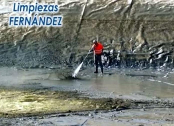 Piscinas y Aljibes: Nuestros servicios de Limpiezas y Alcantarillados Fernández