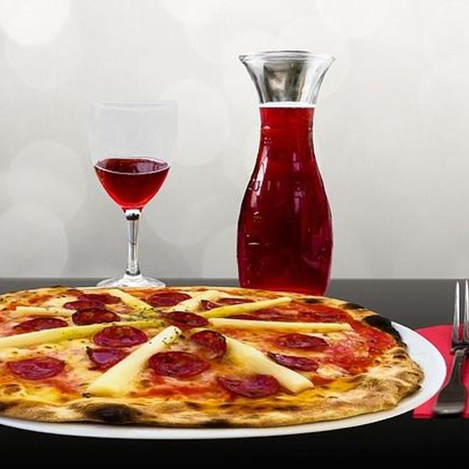 ¿Vino o cerveza para acompañar a la pizza?