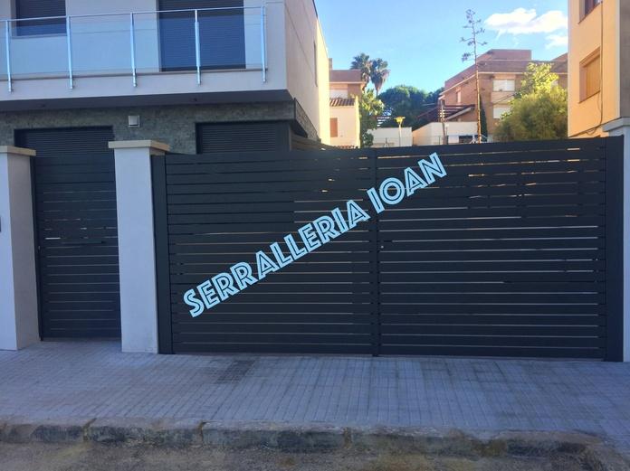Puerta batiente y peatonal: Productos y servicios de Serrallería Ioan
