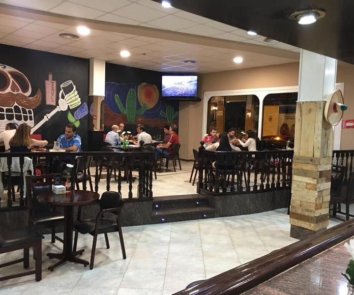 Chilaquiles verdes o rojos: Auténtico Mexicano de Los Mexicanos Restaurante