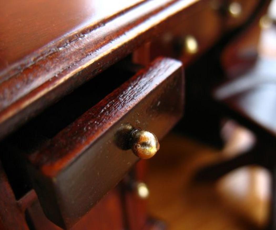 El proceso de restauración de un mueble antiguo