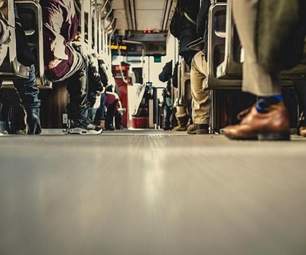 ¿Cómo surgió la idea del autobús como medio de transporte colectivo?