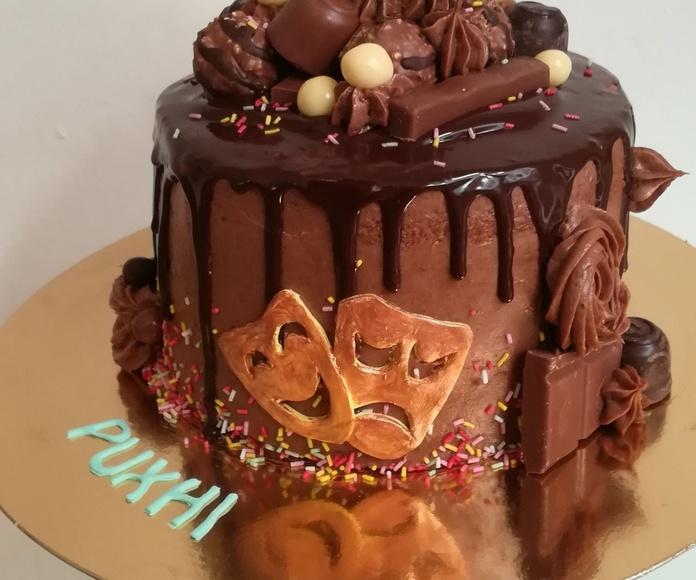 drip cake de chocolate.  Teatro
