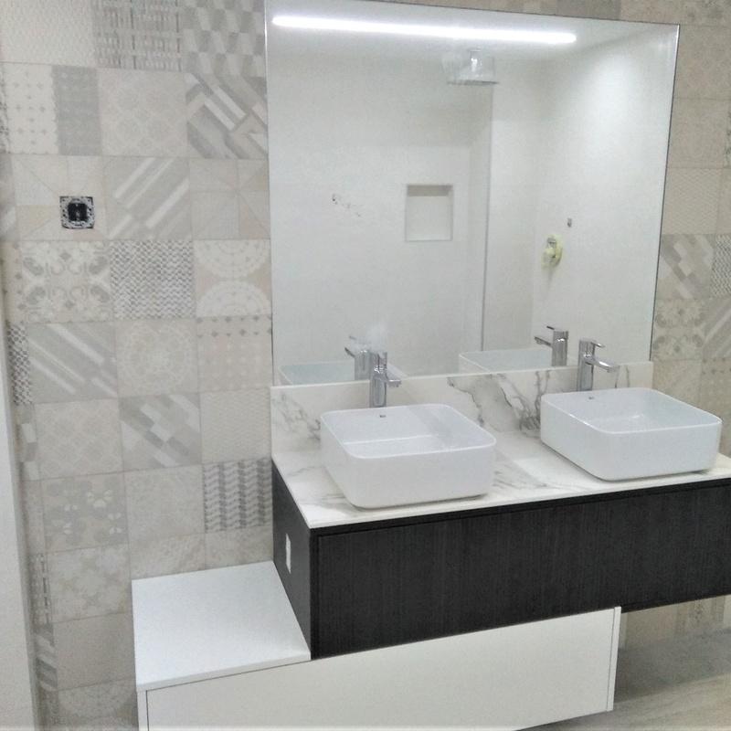 Mueble de baño encimera textura mármol