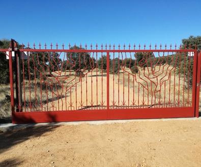 Puertas correderas con dibujos forjados