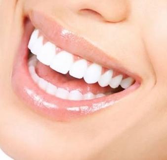 Aliento fresco y dientes blancos… ¡Enjuáguese con aceite!