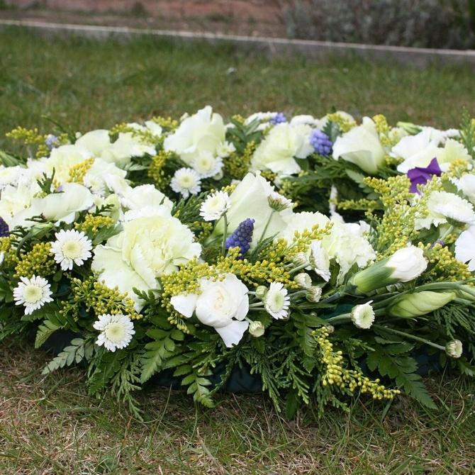 Los mensajes en las coronas de flores