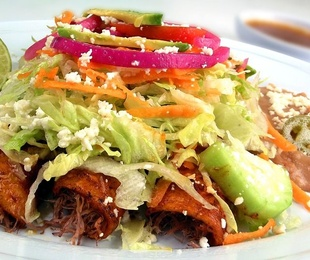 Enchiladas (4 tortillas de maiz rellenas)