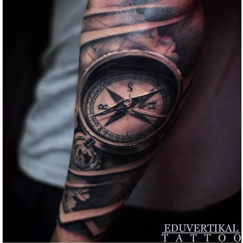 Tatuadores residentes y colaboradores: Servicios de Vertikal Tattoo Studio