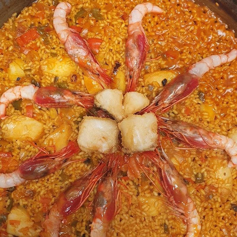 Arroz de lomos de bacalao con gambas roja: Nuestros Arroces de Cafetería Restaurante La Victoria