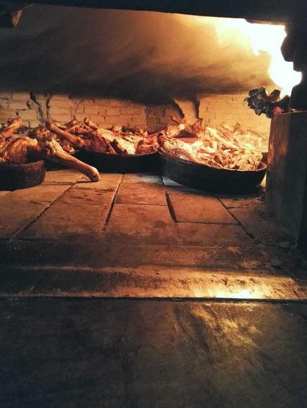 Casa Román somos especialistas en la elaboración de cordero y cochinillo asado.