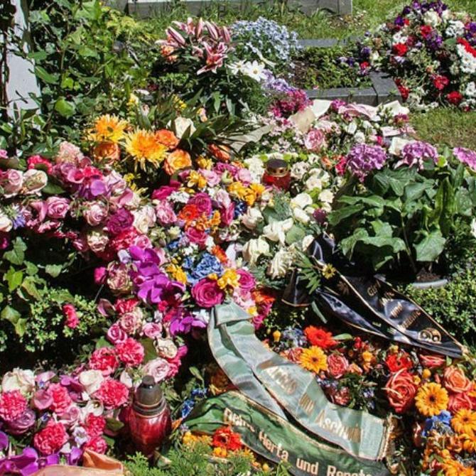 ¿Cuál es el origen de la corona funeraria?
