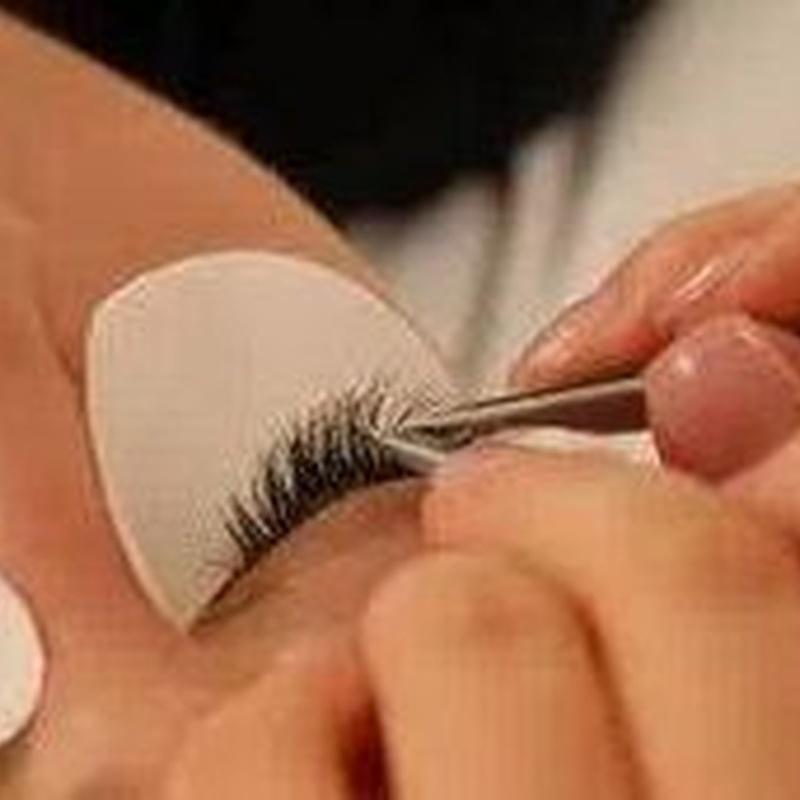 Extensión de Pestañas efecto seda pelo a pelo
