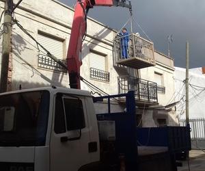 Trasportes y trabajos en altura con camión y grúa de 12 metros
