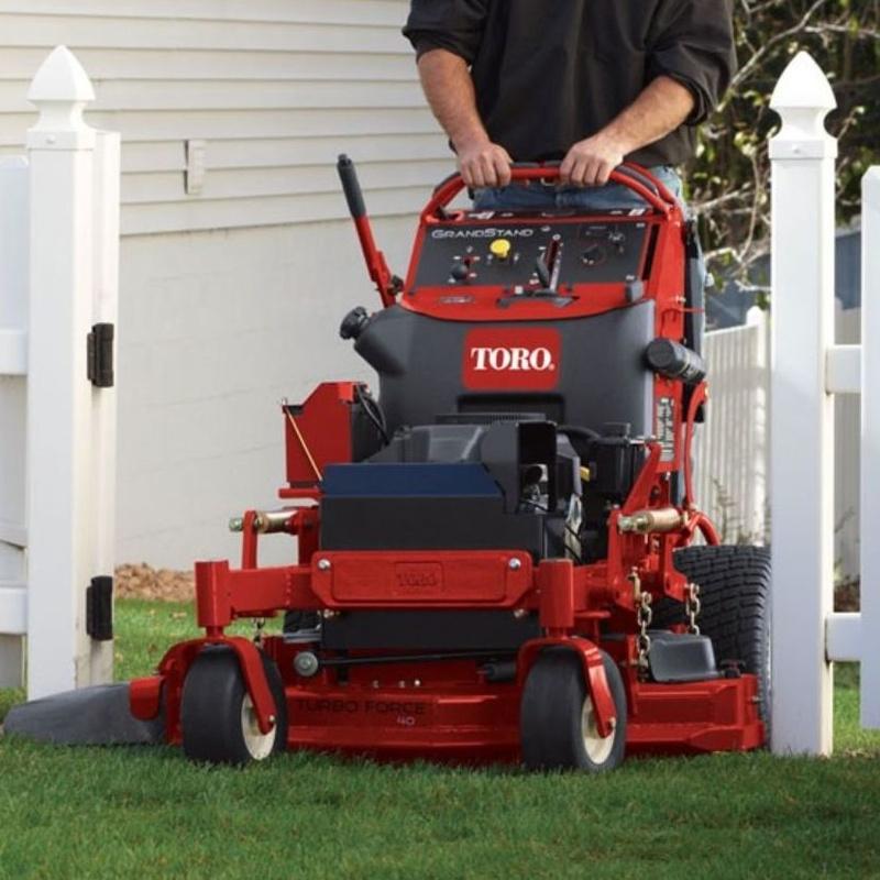 Cortacesped GrandStand™ Stand-on Mower (74536TE): Productos y servicios de Maquiagri