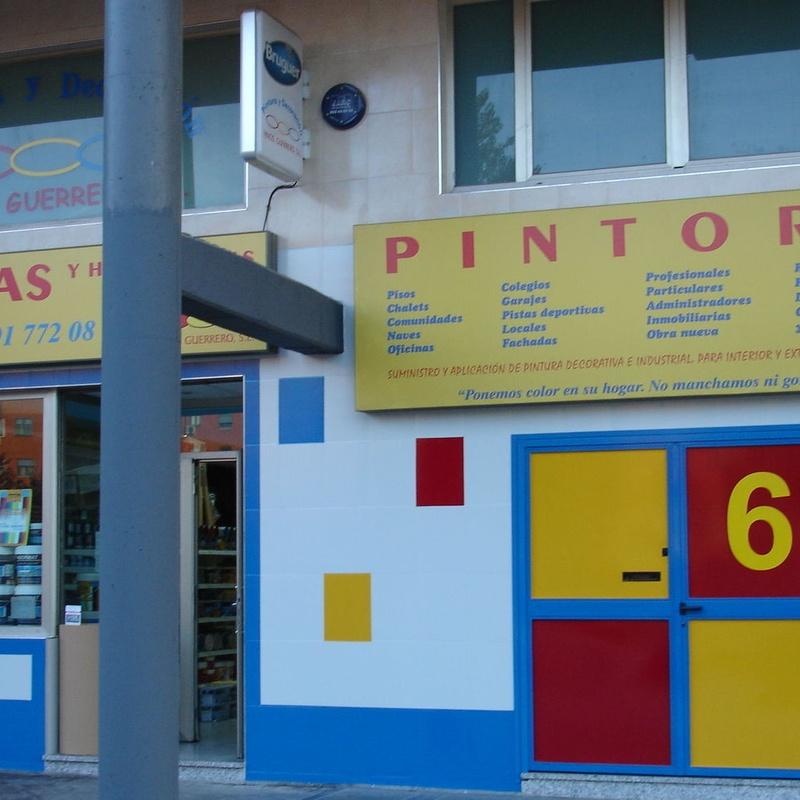 """Pintores, """"NO MANCHAMOS NI GOTA"""": Servicios y productos de Hnos. Guerrero, S.L."""