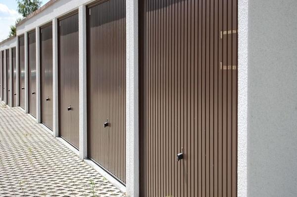 Puertas de garaje  : Servicios  de Cerrajería, Montaje y Automatismos, Reparaciones M. Ángel