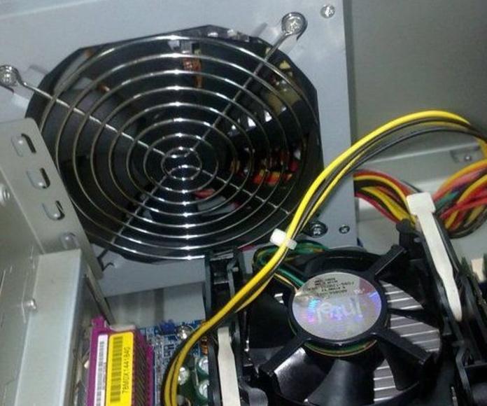 Conjunto, fuente de alimentación y disipador de calor, después de su mantenimiento