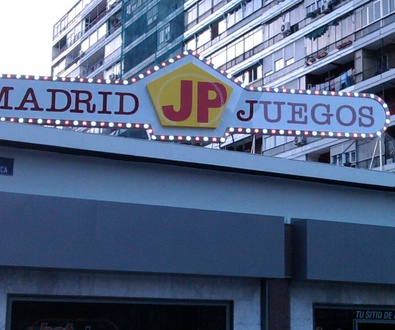RÓTULO LUMINOSO FABRICADO POR NEÓN COLOR EN MADRID