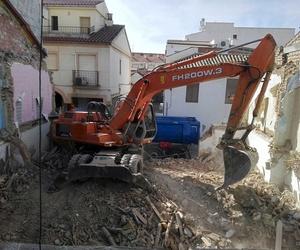 Demoliciones de viviendas con excavadora