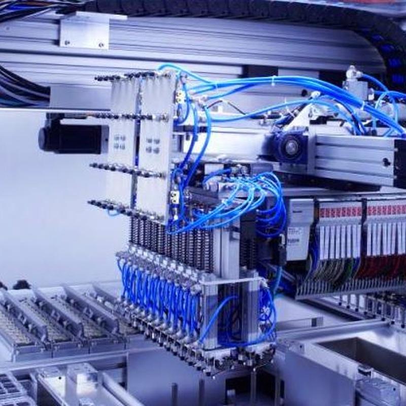 Maquina neumática de inyección de fluidos.