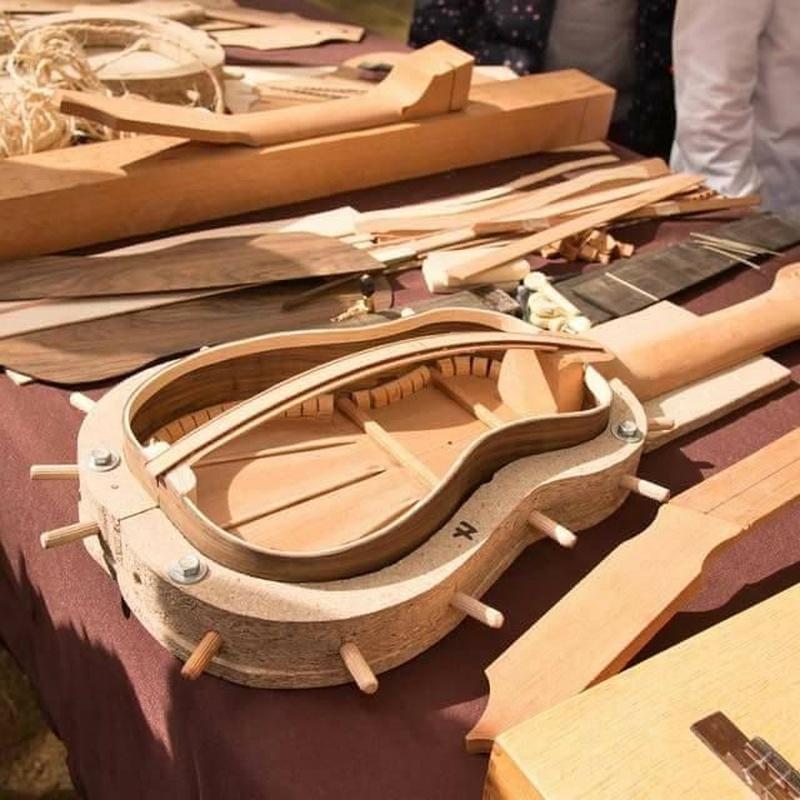 Fabricación y Reparación de instrumentos Abraham Luthier: Espacio Cultural de Los Menceyatos