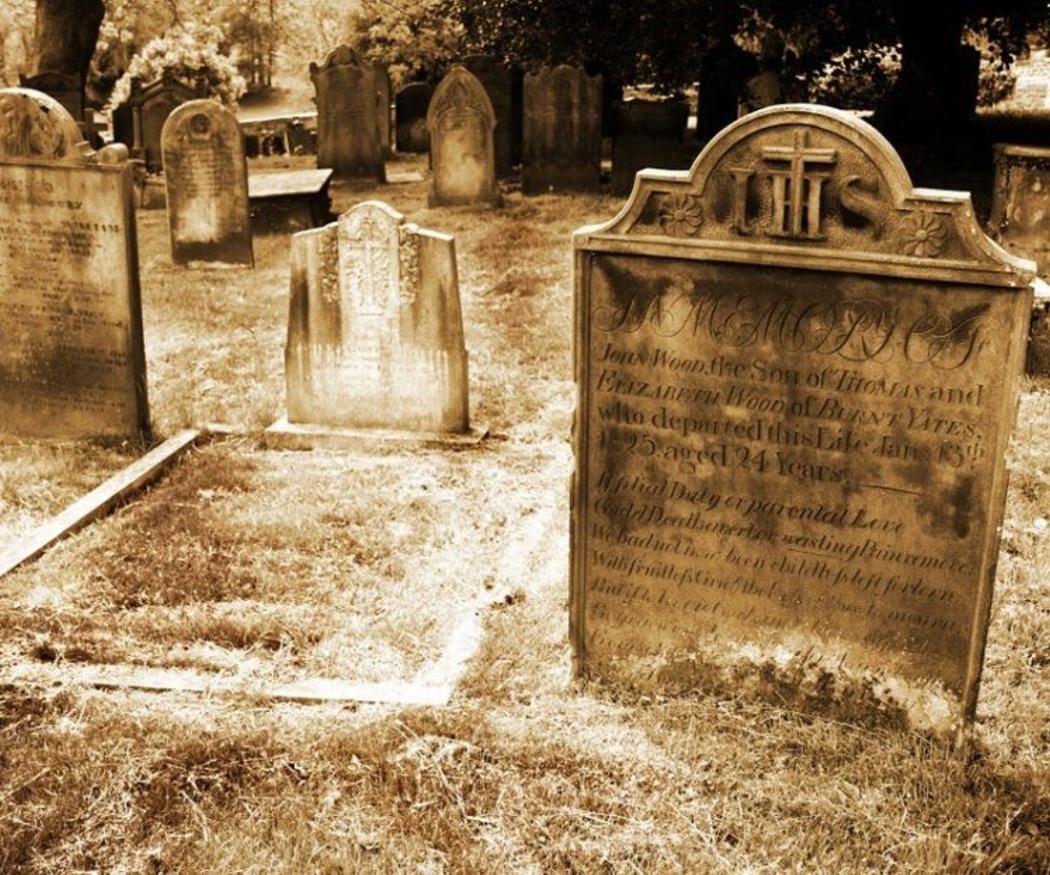 ¿Sabías que las personas entierran a sus seres queridos desde la prehistoria?