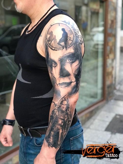 The Crow Tattoo. Tatuaje realista Santander. Black and grey tattoo. Retrato. Verger Tattoo. JR Verger