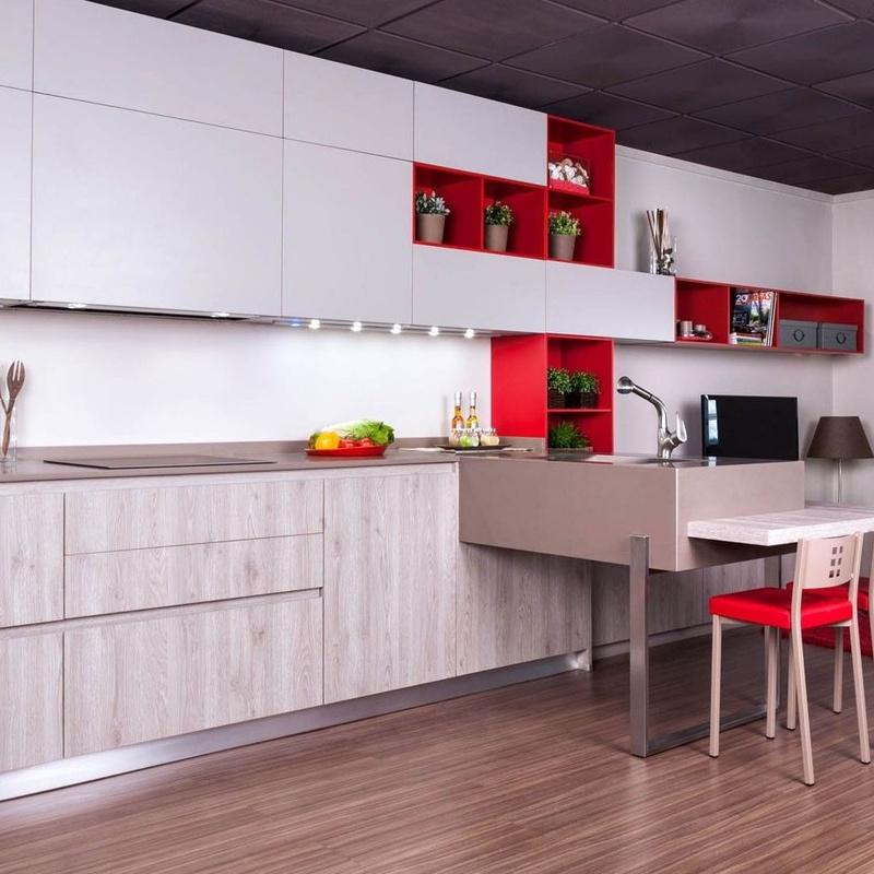 Cocina contemporánea a medida con península con muebles de cocina muy actuales