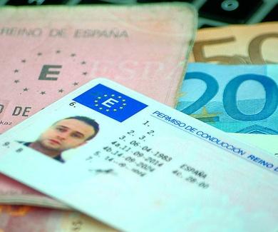 Si su permiso o licencia de conducir está próximo a caducar, puede solicitar la renovación tanto en
