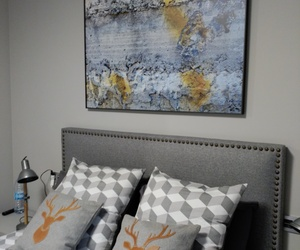 Habitacion principal en tonos grises muy masculino.Cuadro , fotografía original de Javier de Andres Calderon