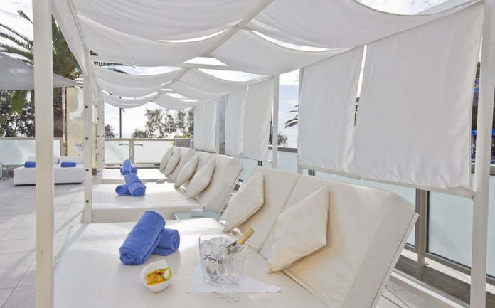 Variedad de camas libanesas y colchonetas