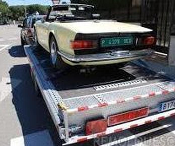 Cómo transportar un coche en un remolque sin incumplir el reglamento