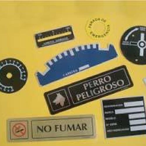 Grabados de placas industriales en Madrid centro | Grabados Dalima, S.L.