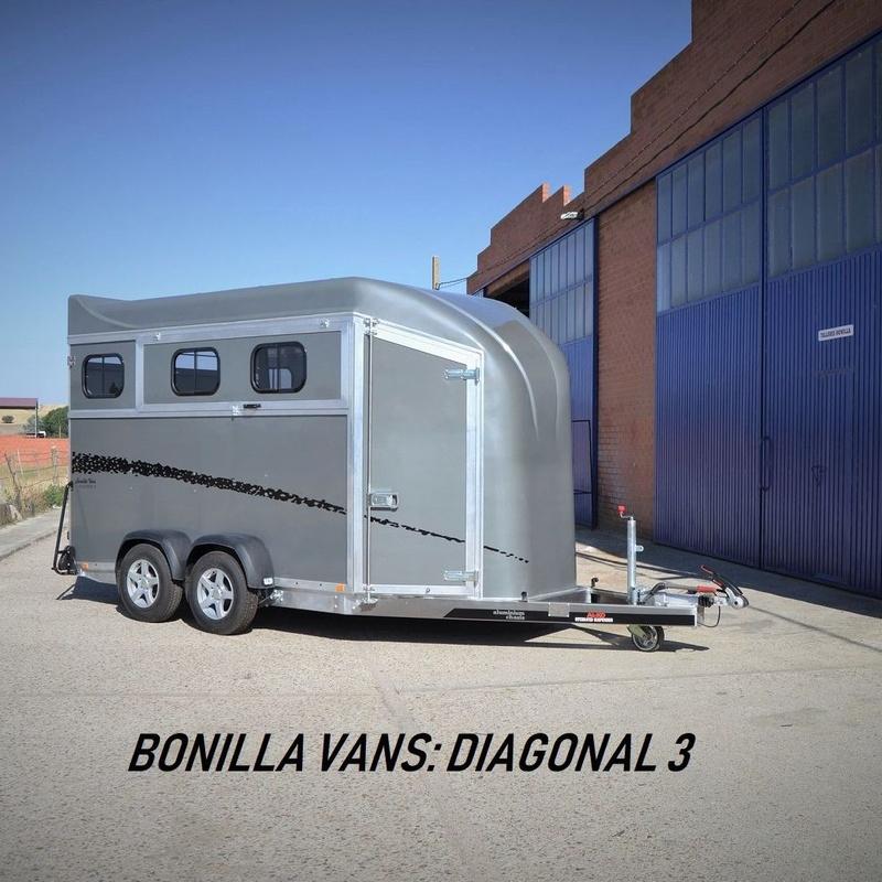 Remolque Bonilla Vans para tres caballos Diagonal 3