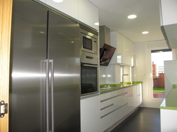 Muebles de Cocina - Proyecto realizado en Villaverde: PROYECTOS REALIZADOS de Diseño Cocinas MC