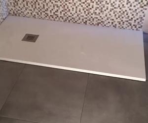 Reforma de alicatado en baño tanto paredes y suelo. Instalacion de fontaneria y electricidad