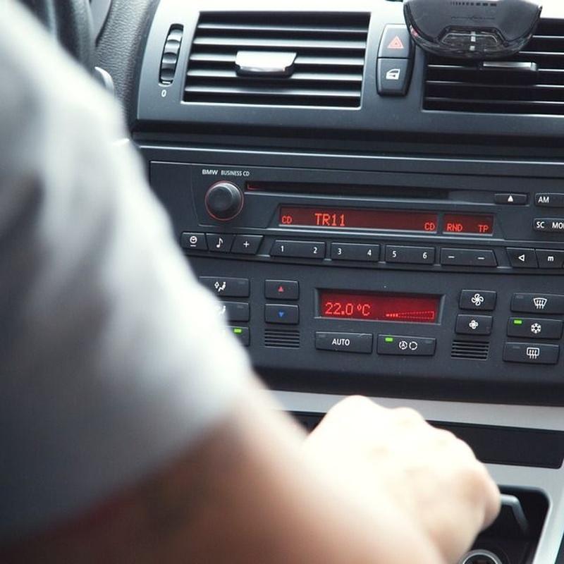Venta e instalación de radio CD y sistemas de localización: Servicios de José Fernández García, S.L.