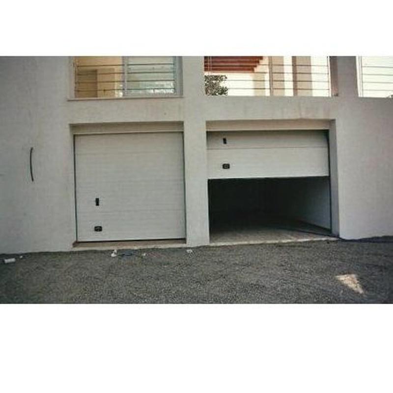 Puertas seccionales: Productos y servicios de Automatismos y PVC Santa Eulalia