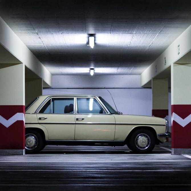 ¿Puede sobresalir el coche de la plaza de garaje?